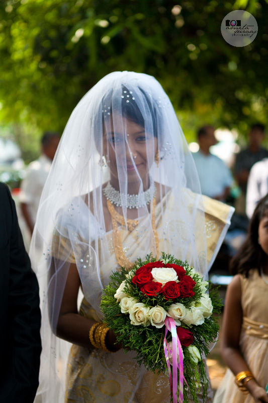 bride with bouquet in kerala