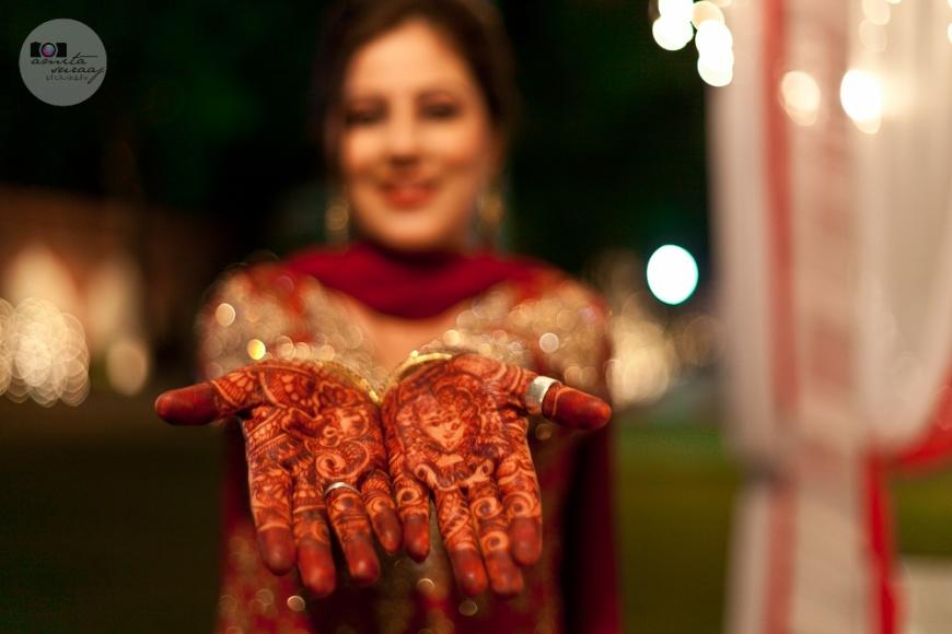 bride shows off her mehendi